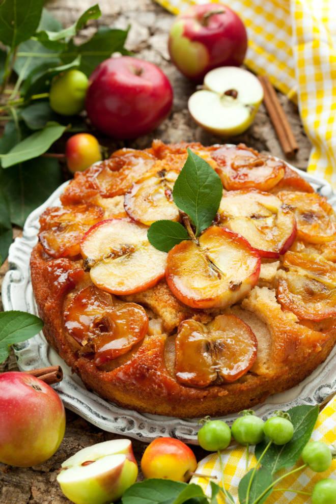 Apple Cinnamon Upside-Down Cake | Tastes Really Good
